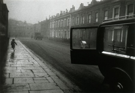 Robert Frank. London Street, 1951
